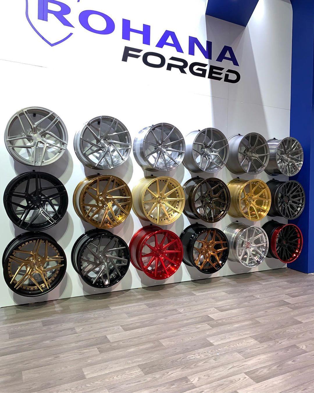 Стенд Rohana Wheels на выставке SEMASHOW 2019