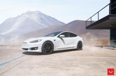 Tesla Model S на дисках VOSSEN HF-1