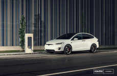 Tesla Model X на дисках VOSSEN FORGED NV2