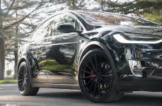 Tesla Model X на дисках Avant Garde M615