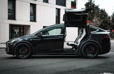 Tesla Model X на дисках Avant Garde M615 Gloss Black