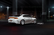 Dodge Charger SRT8 на дисках Velgen Wheels VMB7