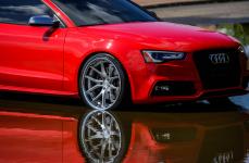 Audi RS5 на дисках Ferrada FR2 Machine Silver