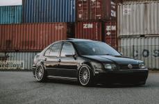 Volkswagen Jetta на дисках Rotiform IND-T