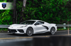 Chevrolet Corvette C8 на дисках RFX10 Brushed Titanium