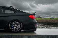BMW M4 на дисках Niche Invert