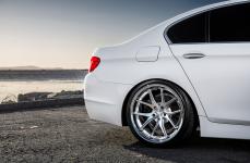 2015 BMW 535i на дисках Ferrada FR2 Machine Silver