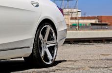 Mercedes Benz S550 на дисках Heavy Hitters HH15