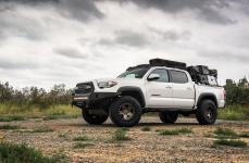 Toyota Tacoma на дисках BLACK RHINO CRAWLER