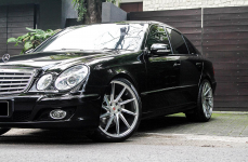 Mercedes Benz E-class 280 W211 на дисках Vossen VPS310T R20