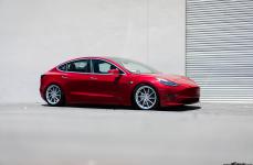 Tesla Model 3 на дисках Avant Garde M621