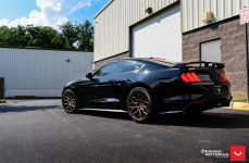 Ford Mustang на дисках VOSSEN HF-2