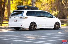 Toyota Sienna на дисках Vossen x Work VWS-1