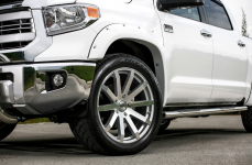 Toyota Tundra на дисках Black Rhino Traverse
