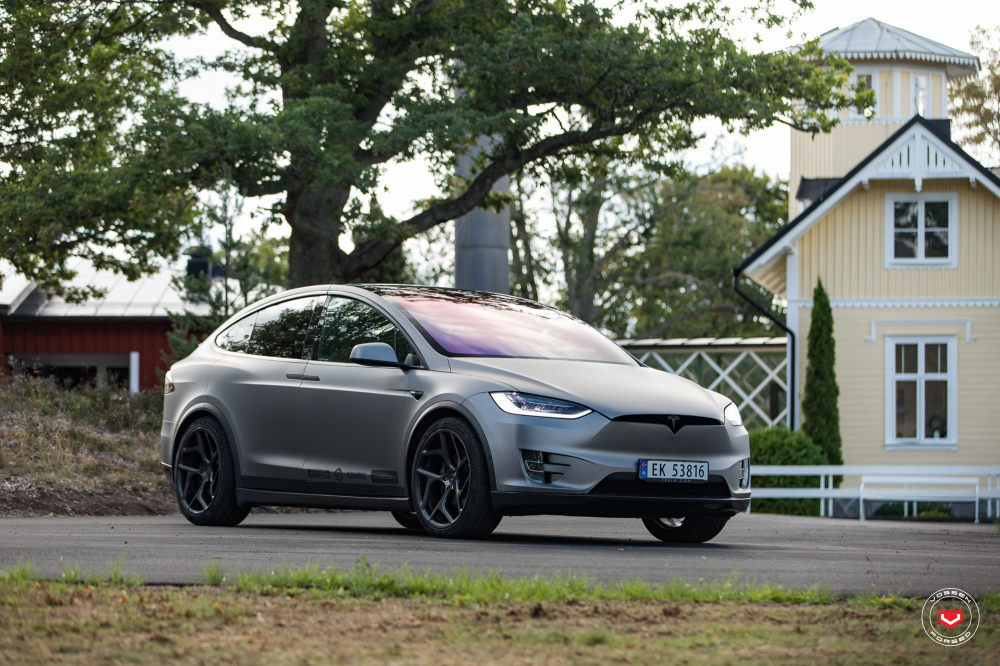 Tesla Model X на Дисках VOSSEN FORGED CG-205